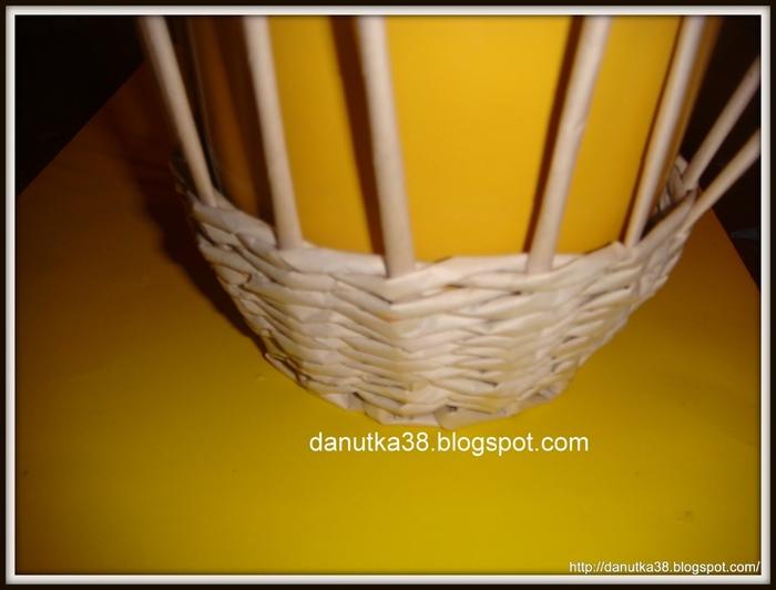 Плетение из газет. Интересная корзинка из трубочек. Мастер-класс (6) (700x532, 166Kb)