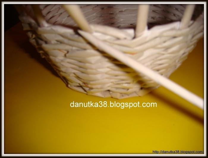 Плетение из газет. Интересная корзинка из трубочек. Мастер-класс (9) (700x532, 170Kb)
