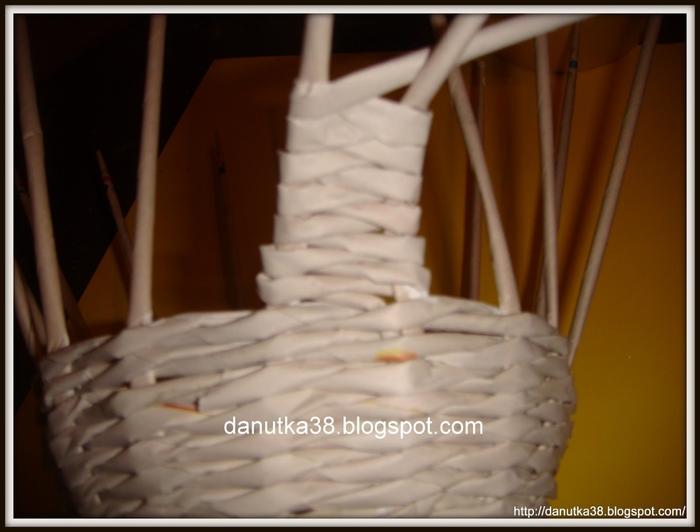 Плетение из газет. Интересная корзинка из трубочек. Мастер-класс (12) (700x532, 170Kb)