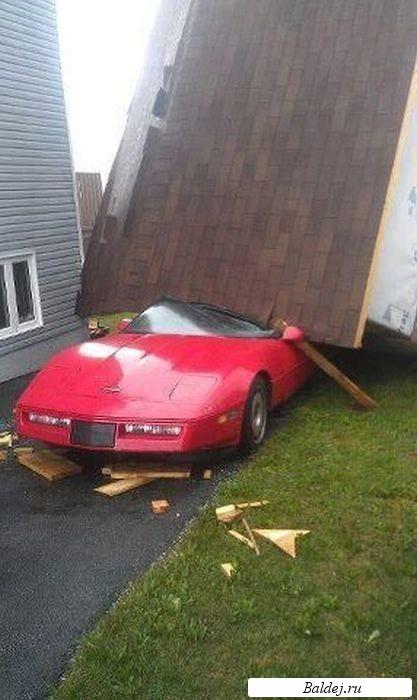 дом упал на автомобиль./5391044_dom_ypal_na_avtomobil (417x700, 69Kb)