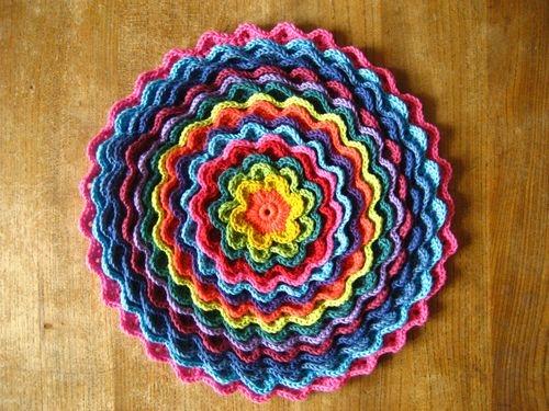 Очаровательный круглый коврик крючком