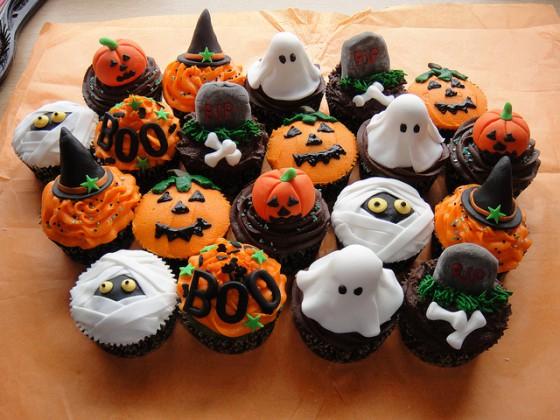 assorted-halloween-cupcakes-560x420 (560x420, 265Kb)