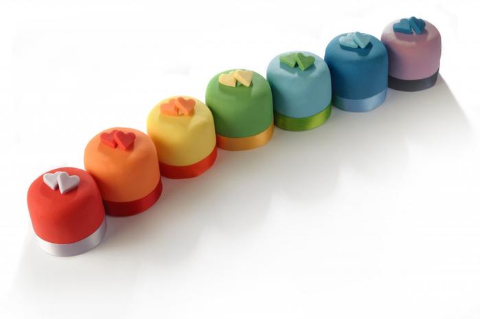 Rainbow-Love-Heart-Mini-Cakes-1024x681 (700x465, 125Kb)