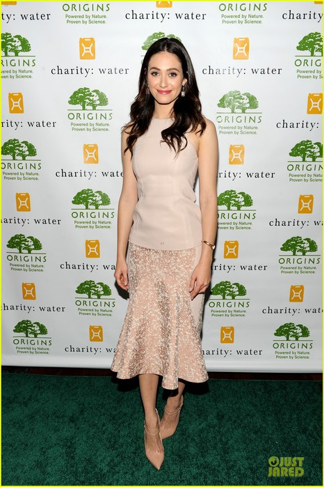 emmy-rossum-origins-smartyplants-event-host-01 (466x700, 112Kb)