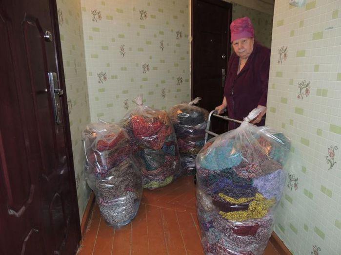 Колымская бабушка связала 300 пар теплых носков