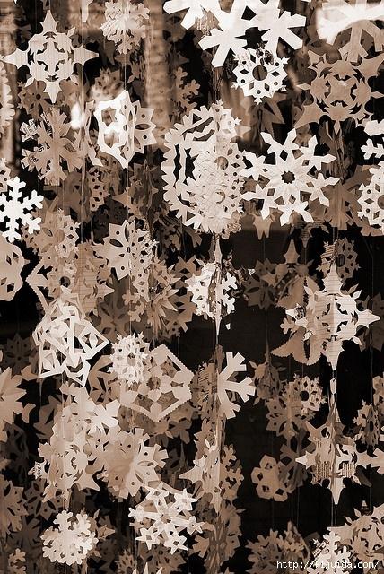 к вязанию снежинок,