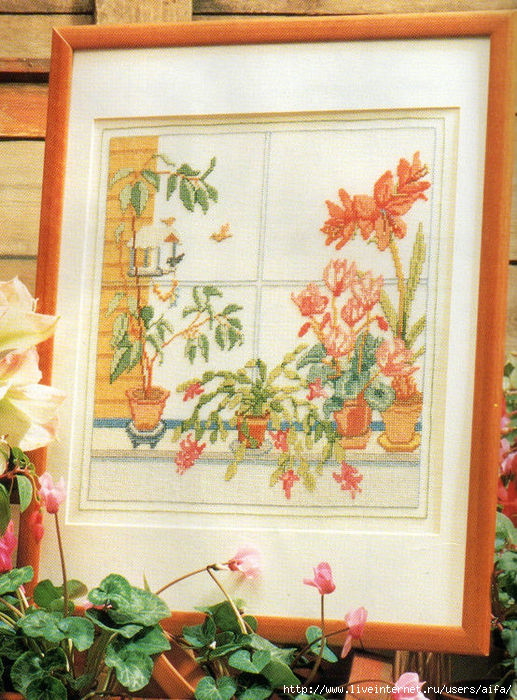 Окно с цветами в вазонах