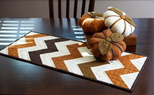 Салфетка в технике пэчворк и текстильные тыковки к Хеллоуину (16) (540x332, 91Kb)
