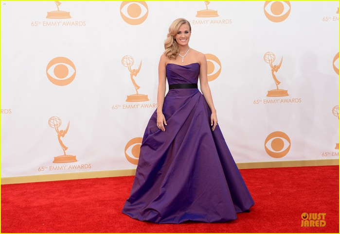 carrie-underwood-emmys-2013-red-carpet-03 (700x482, 61Kb)