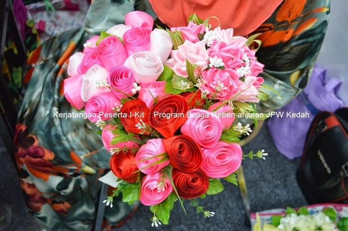 Цветы из лент и ткани. Красивые букеты (4) (700x465, 287Kb)