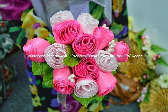 Цветы из лент и ткани. Красивые букеты (6) (700x465, 254Kb)