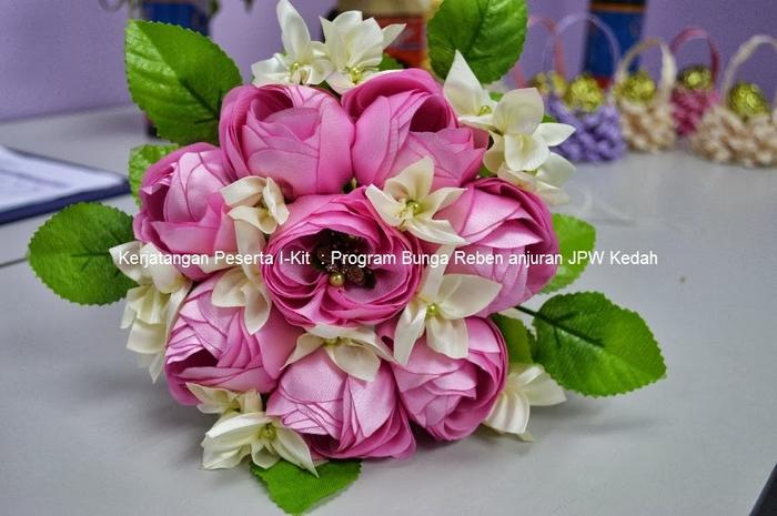Цветы из лент и ткани. Красивые букеты (8) (700x465, 238Kb)
