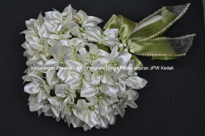 Цветы из лент и ткани. Красивые букеты (10) (700x465, 219Kb)