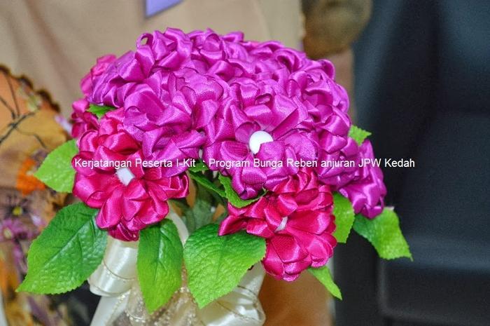 Цветы из лент и ткани. Красивые букеты (14) (700x465, 263Kb)