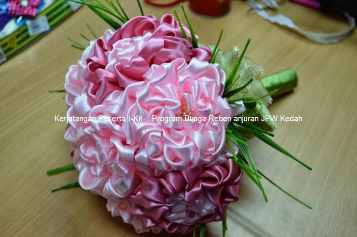Цветы из лент и ткани. Красивые букеты (16) (700x465, 234Kb)