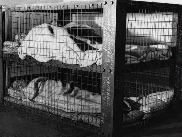 кровати от бомбежек второй мировой фото 1 (596x449, 145Kb)