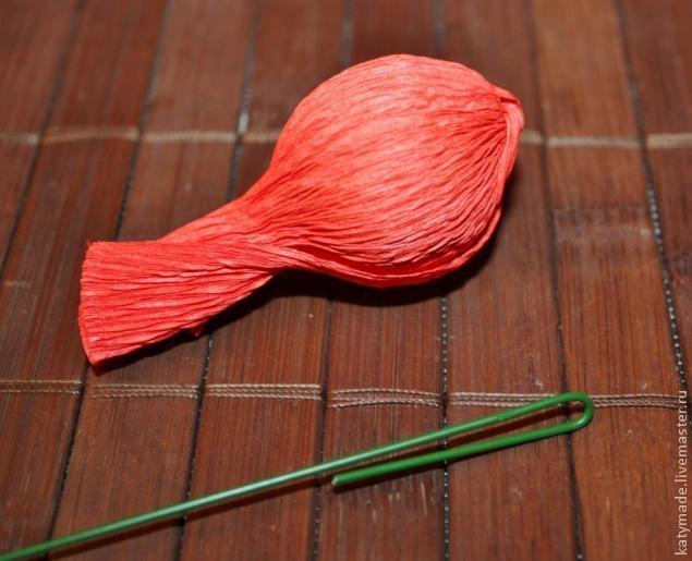 мак бутон из конфет и гофробумаги (6) (635x515, 148Kb)