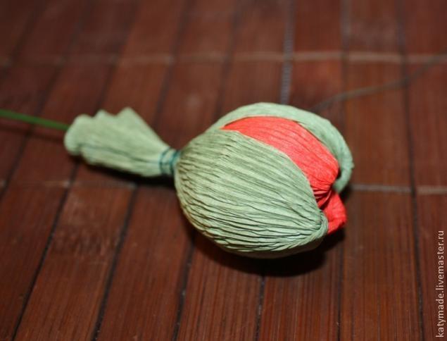 мак бутон из конфет и гофробумаги (24) (635x484, 101Kb)