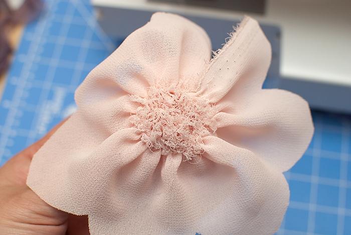 Giyim kumaş çiçek süslemeleri.  Georgette bir LOTUS (11) (700x468, 253KB)