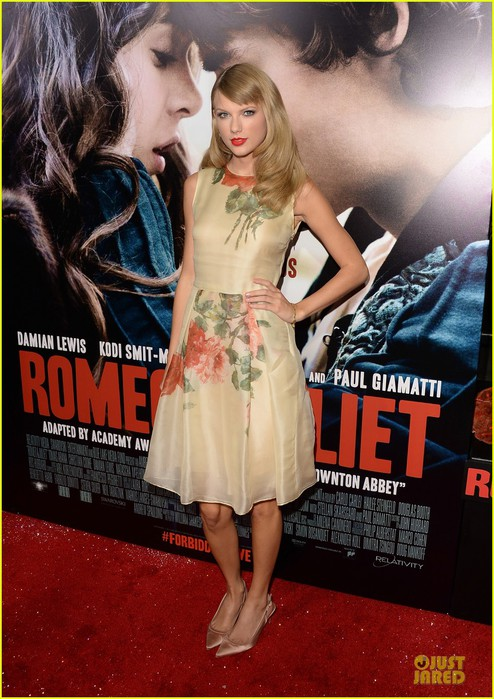 taylor-swift-supports-bff-hailee-steinfeld-at-romeo-juliet-premiere-01 (494x700, 111Kb)