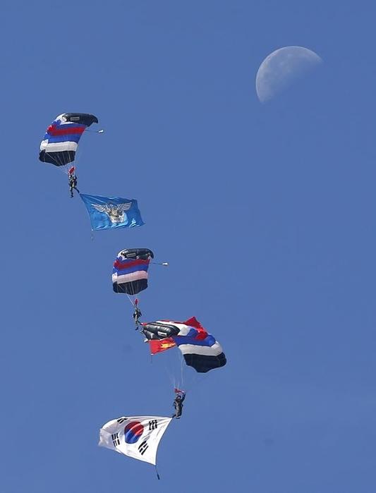 Потрясающая демонстрация высшего пилотажа «Черных Орлов» Южной Кореи