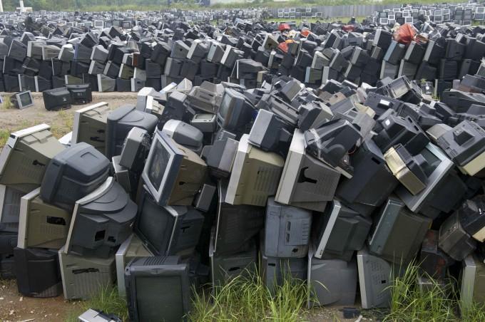 свалка телевизоров китай 1 (680x452, 304Kb)