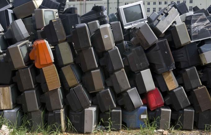 свалка телевизоров китай 3 (680x436, 263Kb)