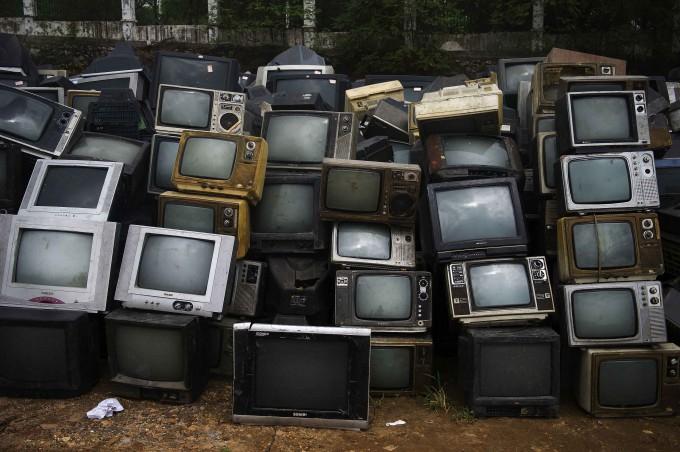 свалка телевизоров китай 5 (680x452, 257Kb)