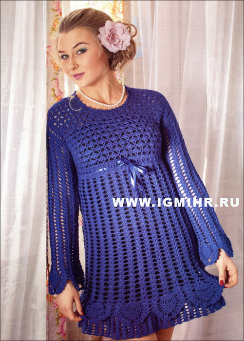 Синее ажурное платье с фантазийными узорами и ананасами. Крючок