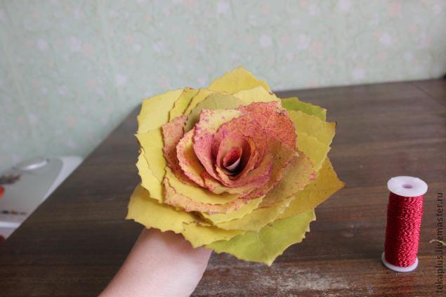 Поделка из осенних цветов