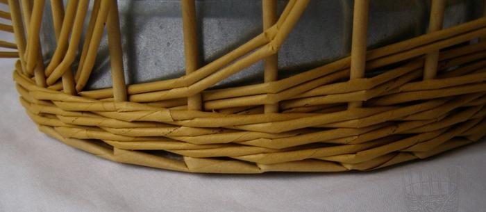 Плетение из газет. Интересный узор для корзинки. Мастер-класс (4) (700x305, 299Kb)
