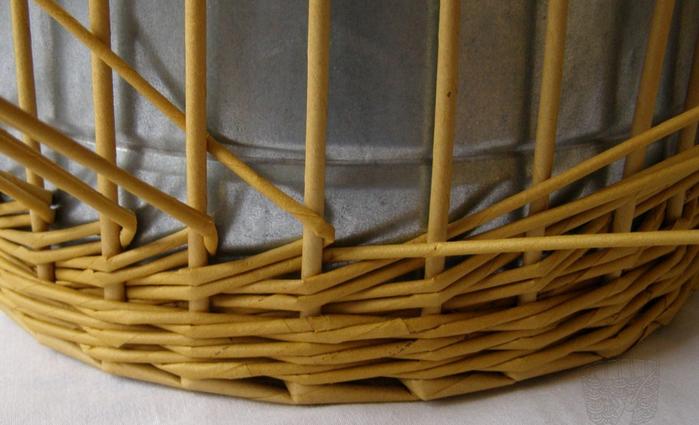 Плетение из газет. Интересный узор для корзинки. Мастер-класс (8) (700x425, 443Kb)