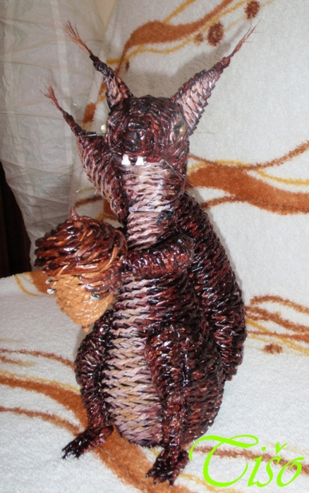 Белочка из газетных трубочек. Плетение (7) (438x700, 265Kb)
