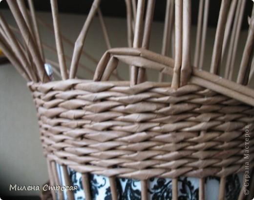 плетение из газет. кашпо для цветов (3) (520x410, 111Kb)