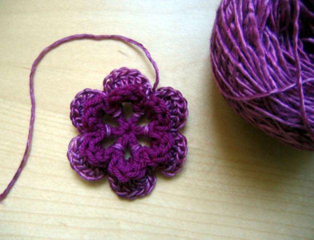 Связать красивый слоистый цветок крючком по уроку