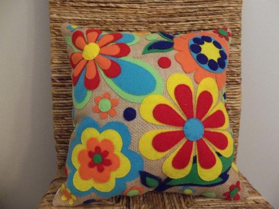 Декоративная подушка из фетра