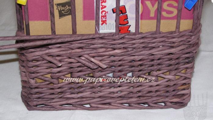 Плетение из газет. Мастер-класс по плетению скошенного верха корзинки (9) (700x393, 456Kb)