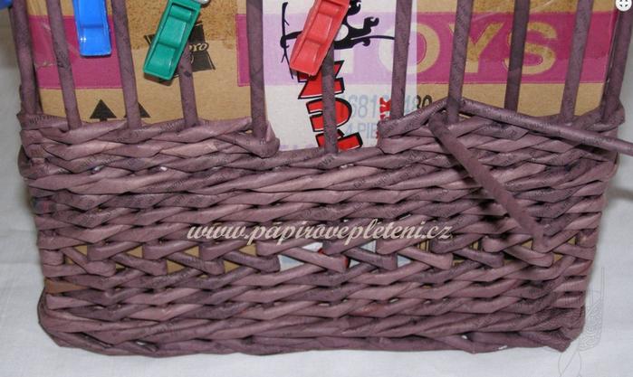 Плетение из газет. Мастер-класс по плетению скошенного верха корзинки (11) (700x417, 493Kb)
