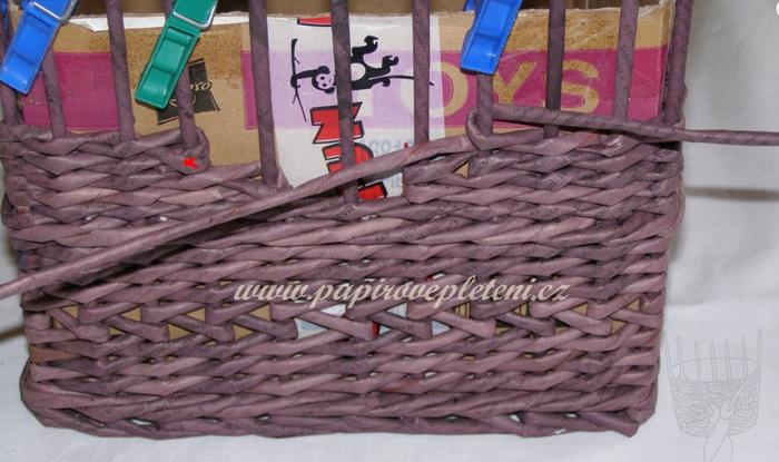 Плетение из газет. Мастер-класс по плетению скошенного верха корзинки (13) (700x415, 487Kb)