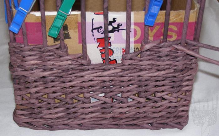 Плетение из газет. Мастер-класс по плетению скошенного верха корзинки (15) (700x436, 512Kb)