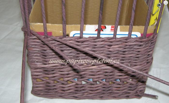 Плетение из газет. Мастер-класс по плетению скошенного верха корзинки (21) (700x428, 458Kb)