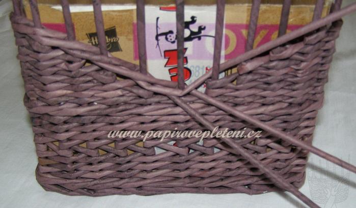 Плетение из газет. Мастер-класс по плетению скошенного верха корзинки (23) (700x409, 441Kb)