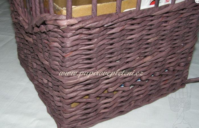 Плетение из газет. Мастер-класс по плетению скошенного верха корзинки (24) (700x452, 541Kb)