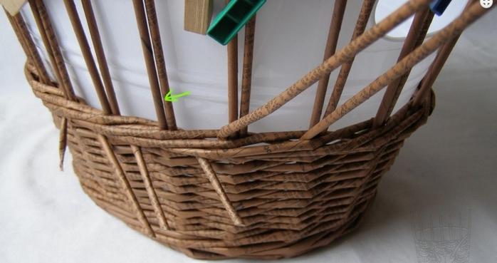 Плетение из газет. Мастер-класс по плетению верха корзинки (2) (700x369, 167Kb)
