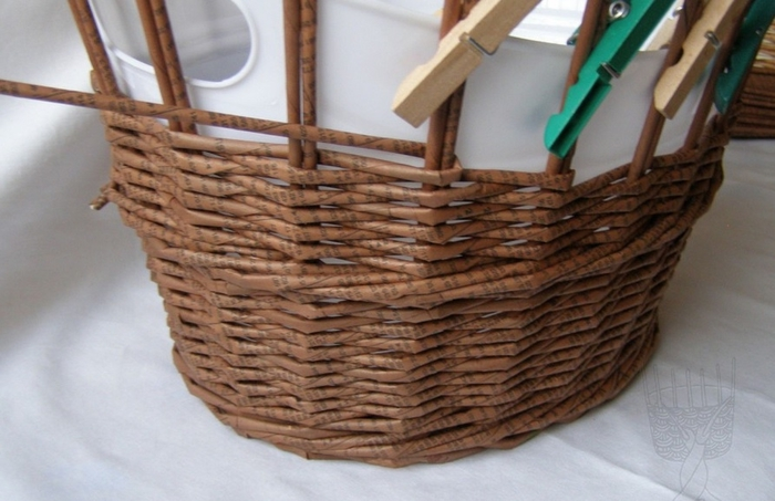 Плетение из газет. Мастер-класс по плетению верха корзинки (8) (700x453, 210Kb)