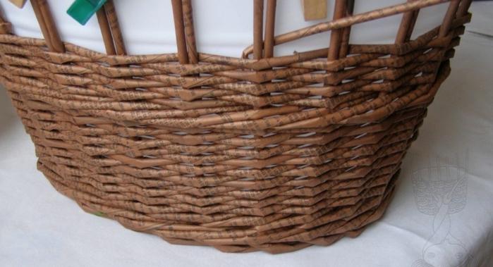 Плетение из газет. Мастер-класс по плетению верха корзинки (12) (700x379, 190Kb)