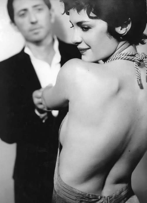 Голая Одри Тоту показывает свое стройное тело не стесняясь, а также сексуал