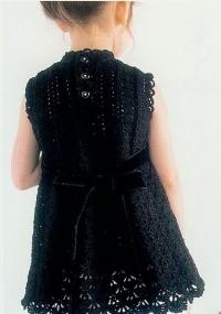вязанное платье для девочки с воланами