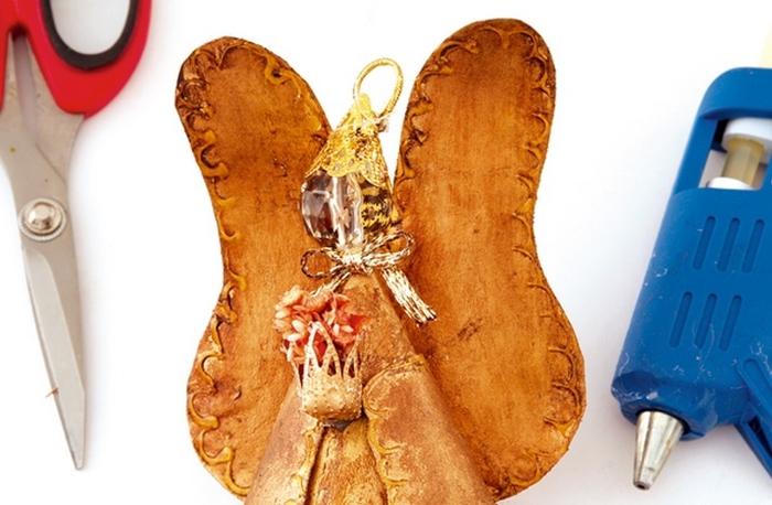 Золотой ангел из газет. Новогодняя подвеска своими руками (9) (700x458, 205Kb)