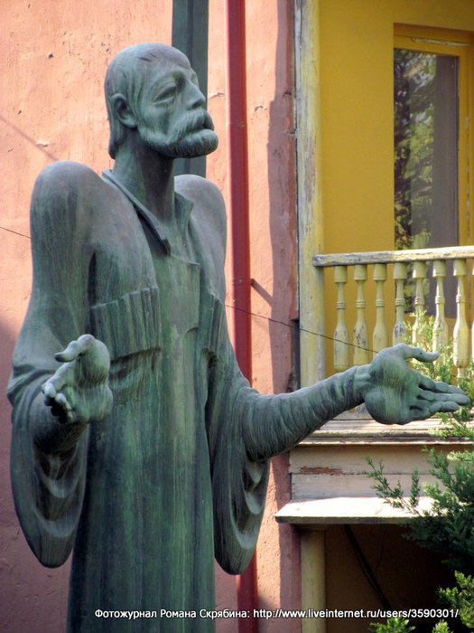 10. Памятник поэту-ашугу Этим-Гурджию-001 (525x700, 96Kb)